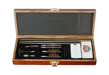 Набор для чистки оружия 12, 20, 22, 30, 40 кал., универсальный, 17 предметов, дерев. кофре, DAC UGC66W
